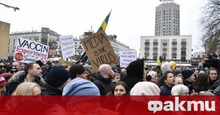 Шведската полиция днес разпръсна стотици противници на свързаните с коронавируса