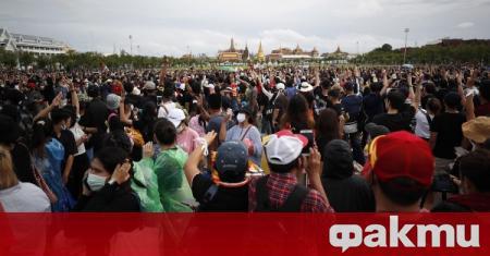 Хиляди излязоха на протест в Тайланд, съобщи РИА Новости. Демонстрацията