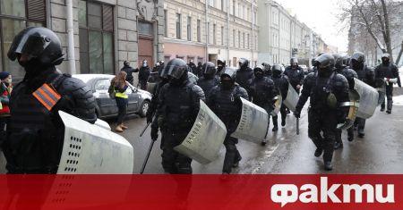 Руската полиция нахлу в домовете на редактори на студентско списание,