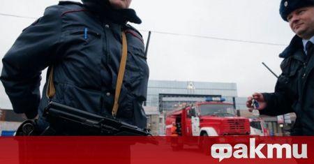 Въоръжен жител на Санкт Петербург се е затворил с деца