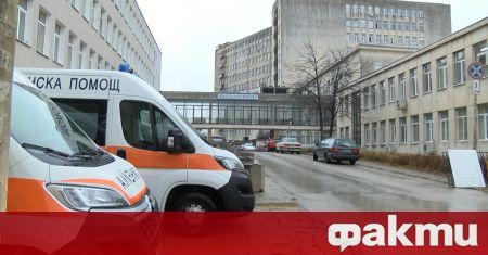 Катастрофа между два автомобила затруднява движението по пътя В. Търново