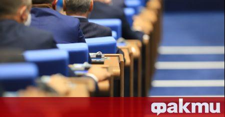Дни след като в парламента не депутатите не събраха необходимото