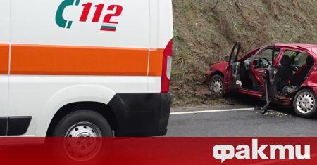 Шестима души са пострадали при катастрофа между лек автомобил и