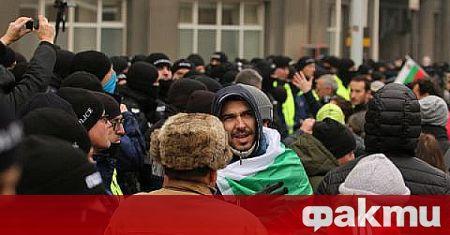 """Софийските булеварди """"Дондуков"""" и """"Цар Освободител"""" бяха блокирани снощи от"""