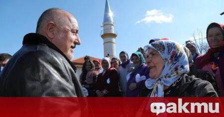 Премиерската обиколка из Родопите продължава. След Магерово министър-председателят се спря