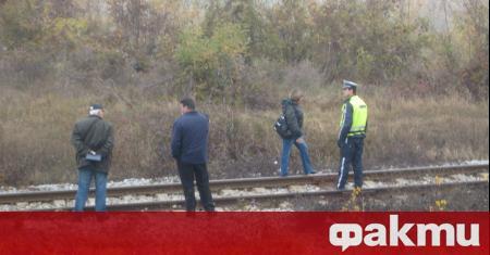 Пътнически влак прегази лежаща върху релсите млада жена, съобщиха от