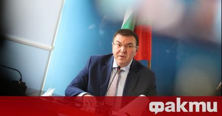Здравният министър проф. Костадин Ангелов, който се намира под карантина