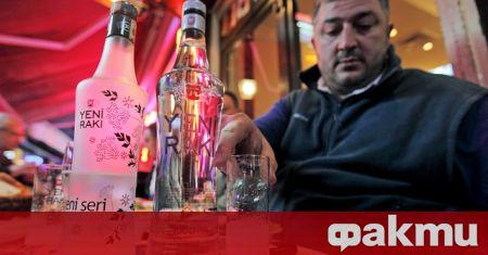 Механите из уличките на Истанбул са магнит за местни и