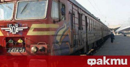 Влакът Бургас-София аварира малко след село Чинтулово, Сливенско. Десетки пътници