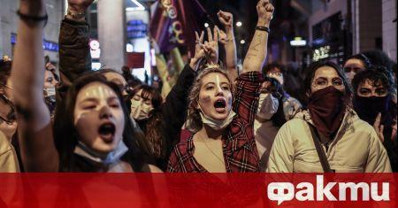 Около хиляда жени се събраха на демонстрация в Истанбул, съобщи