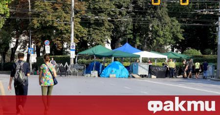 Блокадите на ключови кръстовища в София продължават. Протестиращите пред Ректората