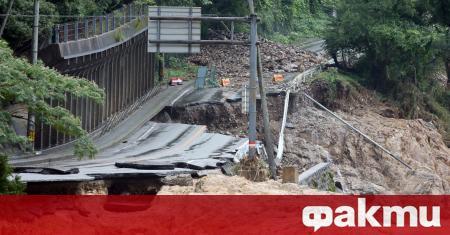 Близо 40 души се смята, че са загинали заради проливните