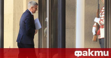 Служебният премиер Стефан Янев пристигна в президентството. Очаква се държавният