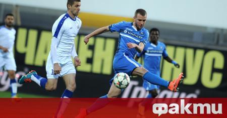 Венцислав Христов е футболист на Славия. Нападателят е започнал тренировки