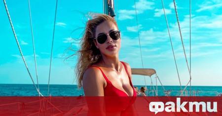 Евгения Джаферович се снима на най-красивия плаж в света. Знойната