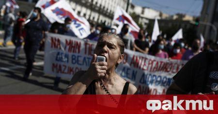 Големи протести се състояха пред парламента в Гърция, съобщи Катимерини.