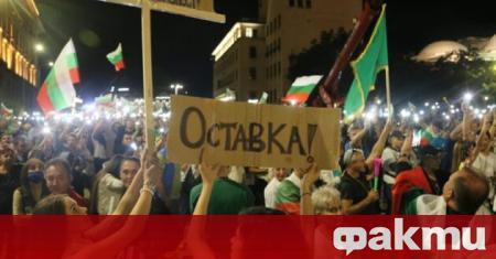 Протестиращи опитаха да щурмуват бившата сграда на Народното събрание, предаде
