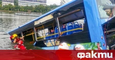 Водачът на автобуса, който падна в езеро в китайския град