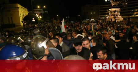 Протестът на площад