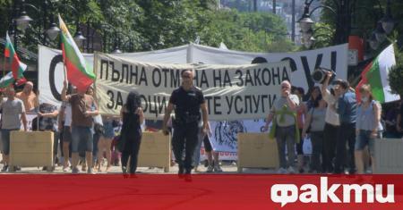 Протест, организиран от родителски организации, се обяви за пореден път
