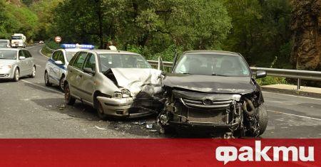 Шофьор на лек автомобил е загинал при катастрофа, при която