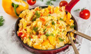 """Рецепта на деня: Веган """"бъркани яйца"""" със зеленчуци - 1"""