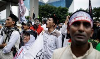 Работници срещу нов закон в Индонезия