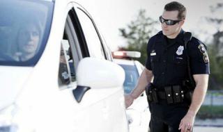 Защо щатските ченгета винаги докосват стопа на спряната кола?