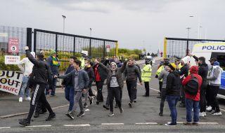 Отложиха дербито между Манчестър Юнайтед и Ливърпул