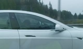 Пиян шофьор заспа в Tesla с включен автопилот (ВИДЕО) - 1