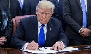 Стената на Тръмп е заплаха за...