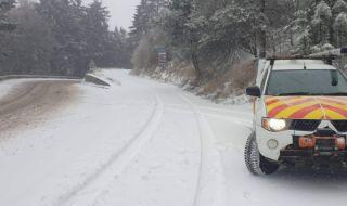 Няма затворени пътища в Северна България след първия сняг