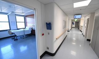 Пандемия! Австралия увеличава болничните легла заради рекорден ръст на заразени с COVID-19