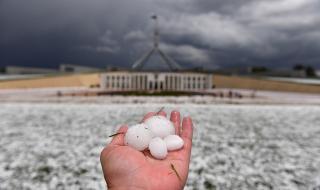 Прашни бури и градушки връхлетяха Австралия (СНИМКИ)
