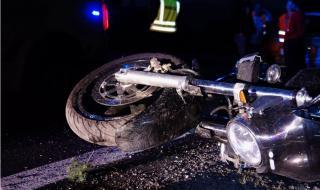 Пиян мотоциклетист се разби в лек автомобил в Бургас