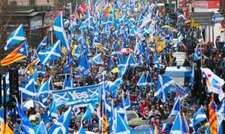 Хиляди на демонстрация за независимост в Шотландия