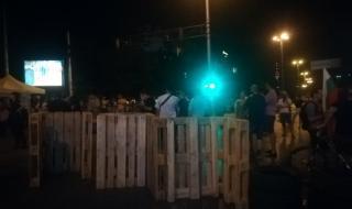 Блокада с палатки и при Румънското посолство