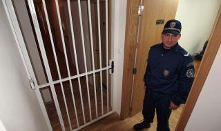 В Пазарджик: Хванаха затворник да вари ракия в килията си - 1
