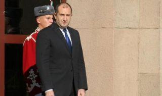 Янаки Стоилов и Велислав Минеков влизат в служебния кабинет