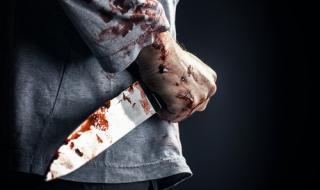 Жена намушкана пет пъти в гърба от сина си
