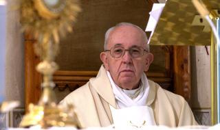 Свещеник от резиденцията на папата е с коронавирус