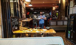 Отварят кафенета и ресторанти във Франция
