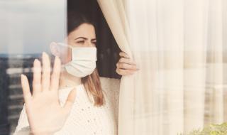 Жена зарази с коронавирус 71 души за 60 секунди