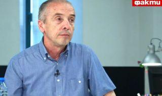 Доц. Мангъров пред ФАКТИ: По този начин, както сега, ваксинират животните в свинефермите