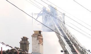 Отчаян мъж подпали къщата си, за да не му я вземат
