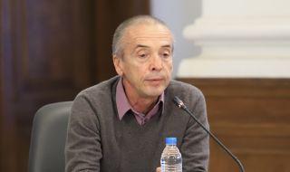 Доц. Мангъров: Новото правителство да отмени мерките и да проучи колко хора имат имунен отговор