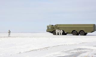 Засилва се напрежението в Арктика, предупреди датската армия