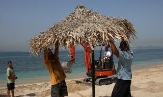 Гърците на плаж през уикенда