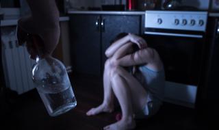 Момиче отиде на гости на леля си, а мъжът ѝ я нападна за орален секс