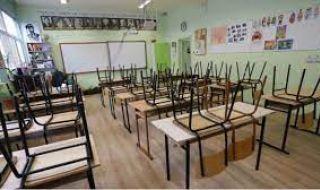 Големите ученици минават онлайн във Варна, затварят детските в Свищов